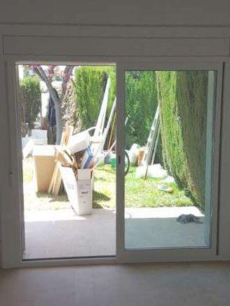 Puerta corredera de aluminio balconera de dos hojas