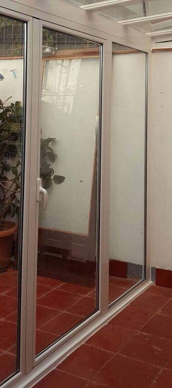 Puerta practicable de aluminio de 1 hoja