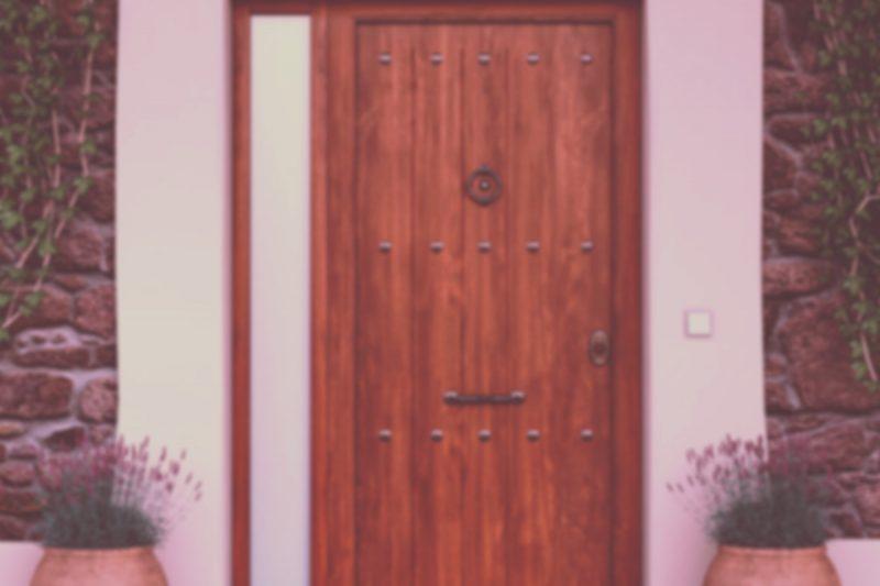 Puertas de aluminio de imitación a la madera