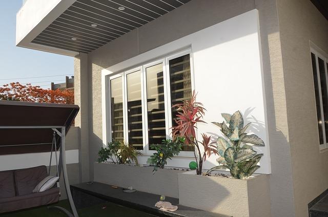 Ventana fija de aluminio en vivienda
