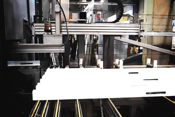 ejemplo de fabrica donde se crean puertas de aluminio